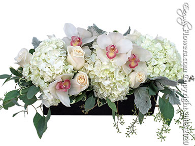 Long And Low Elegant Flowers Delivery by Avante Gardens